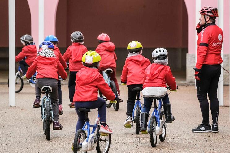Alunos vão aprender a andar de bicicleta desde o 1.º Ciclo