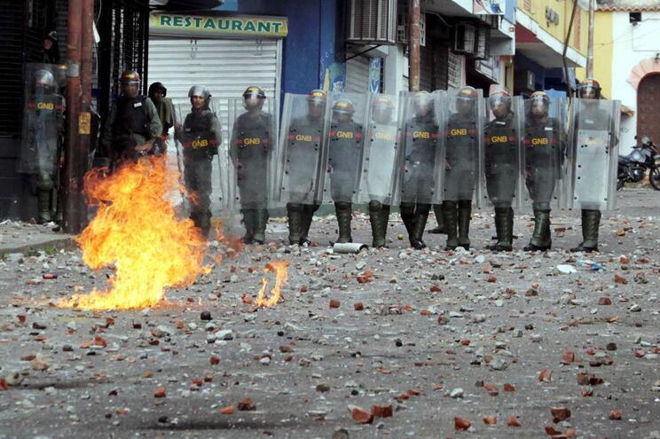 14 mortos em dois dias de protestos na Venezuela