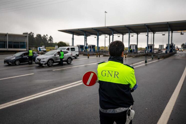 Autoridades têm fiscalizado cumprimento do estado de emergência