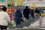 Longas filas nos supermercados após retorno do vírus à Nova Zelândia