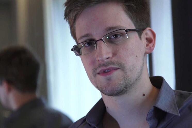 Edward Snowden pede asilo ao presidente francês