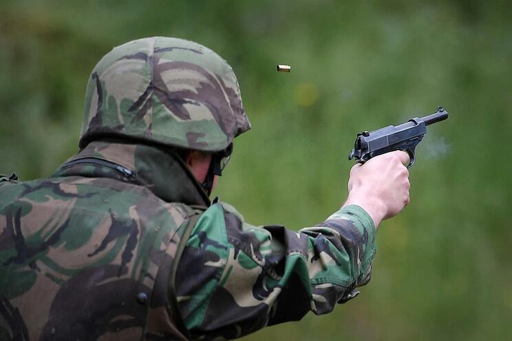 140 militares do curso de jovem internado sujeitos a colheita de sangue