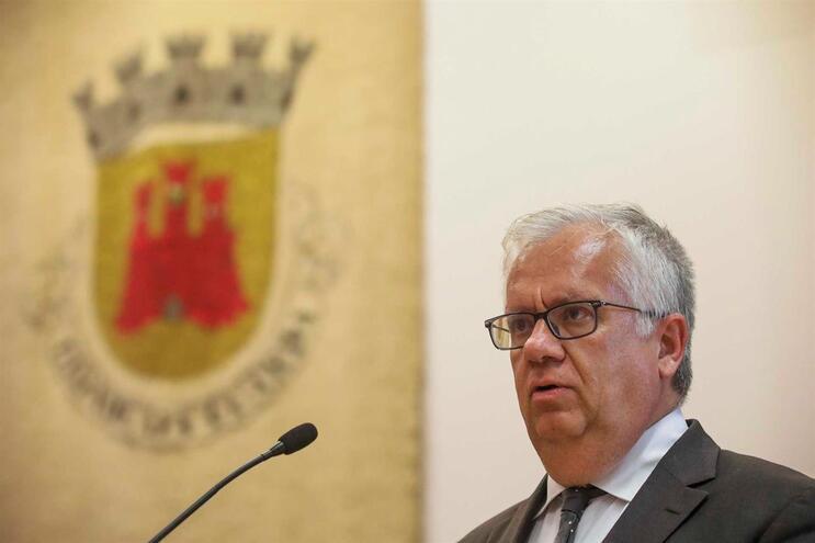 """Ministro considera """"irresponsável e alarmista"""" notícia sobre golas antifumo"""