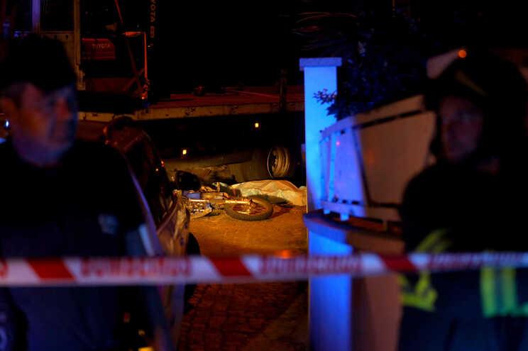 Motociclista morre em despiste contra camião em Braga