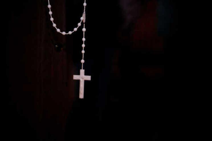 Muitos sacerdotes têm recorrido às redes sociais para se manterem ligados aos paroquianos, transmitindo