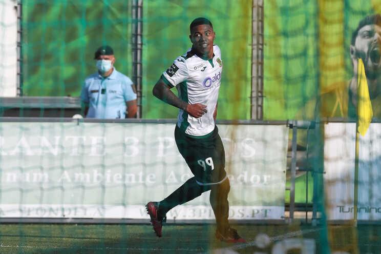 Tanque do Paços de Ferreira celebra após marcar um golo contra o Tondela