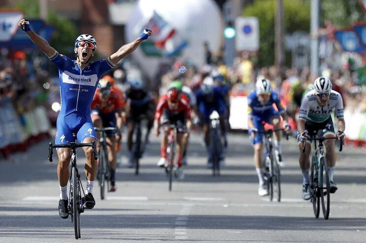 Etapa de loucos na Vuelta chegou a ameaçar vermelha de Roglic