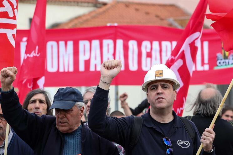 CGTP assinalou 1.º de Maio no Porto, na Avenida dos Aliados