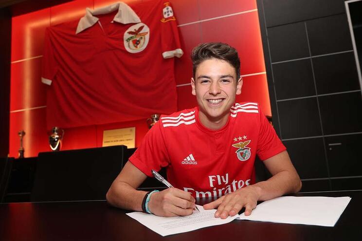 Filho de Domingos Paciência assina pelo Benfica