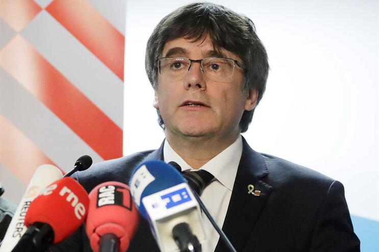 Carles Puigdemont alvo de novo mandado de detenção europeu