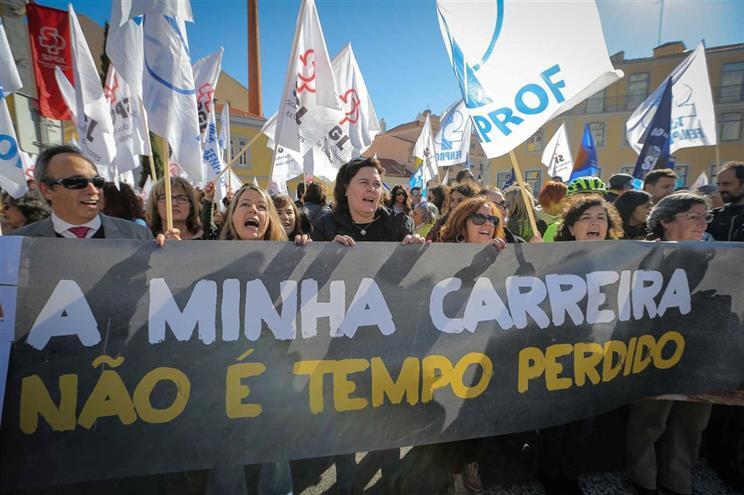 Maioria dos professores queria suspender greve mas proposta do Governo fê-los recuar