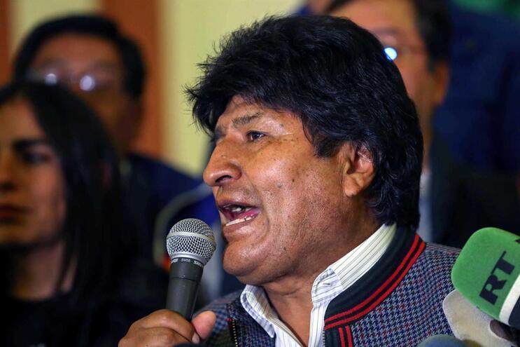 Evo Morales é o favorito à vitória, mas deverá ter de disputar uma segunda volta