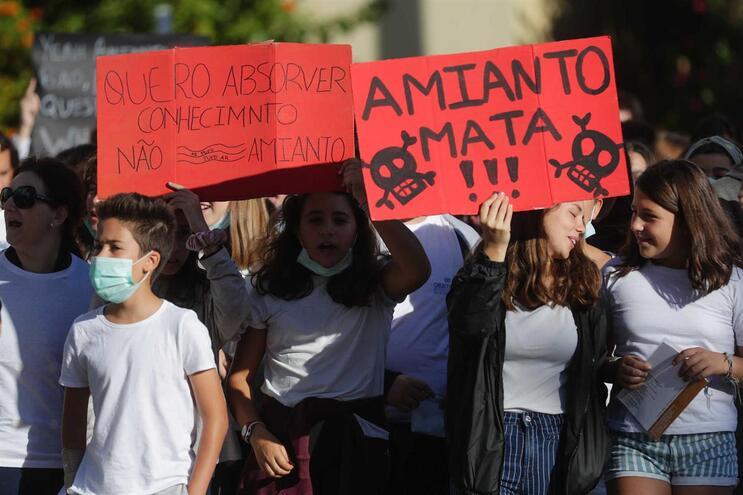 Governo divulga as 578 escolas onde amianto vai ser retirado