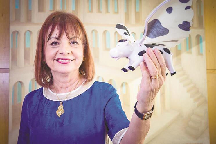 Depois de uma vaca voadora, Governo aposta no robô Lola