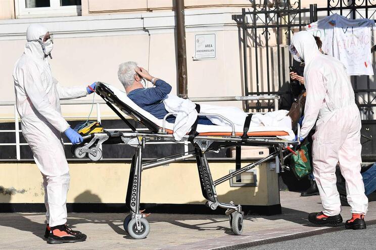 Mais 743 mortes na Itália,  mas novos casos de Covid-19 com número mais baixo