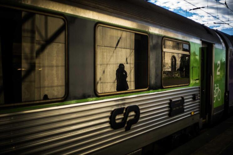 Calor afeta circulação de comboios Alfa Pendular