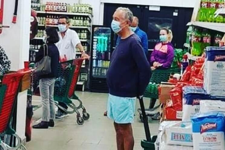 Fotografia de Marcelo às compras partilhada em todo o mundo