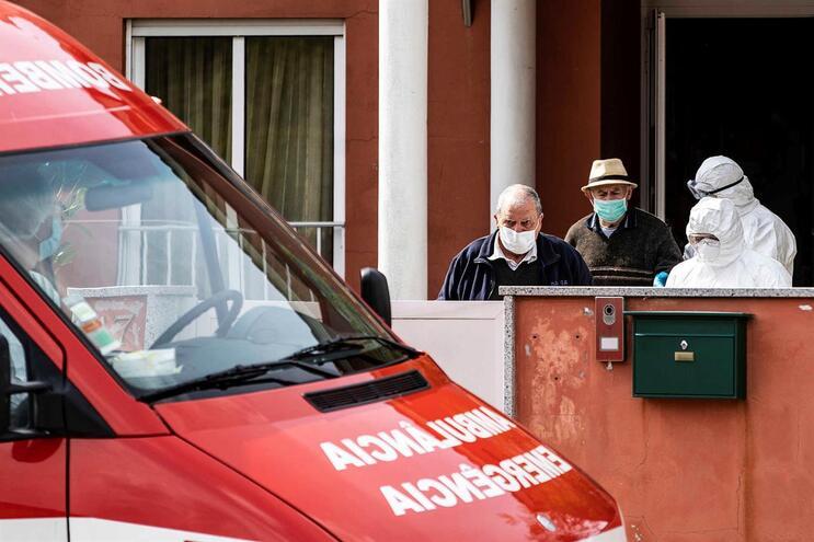 Há 242 locais para receber idosos de lares evacuados