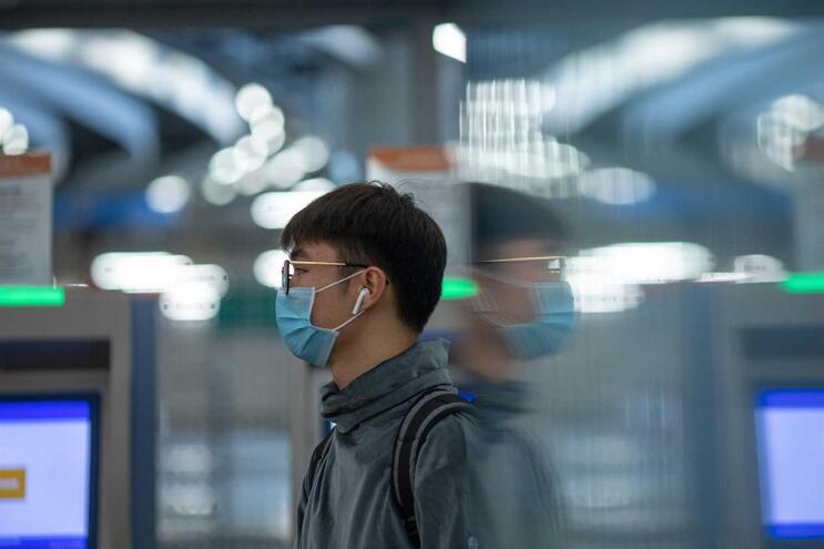 Vírus já matou 56 pessoas e infetou 1975 na China