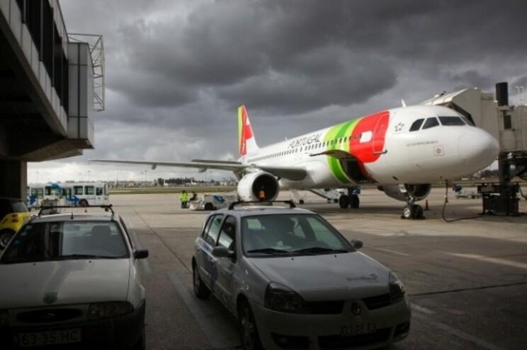 Comboio de camiões-cisterna segue para abastecer aeroporto de Lisboa