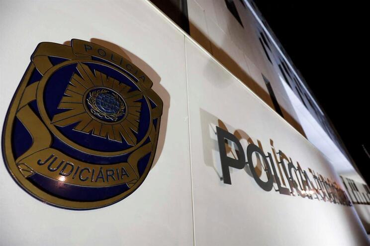 Padeiro de 20 anos detido por abuso sexual de criança que conheceu no Facebook