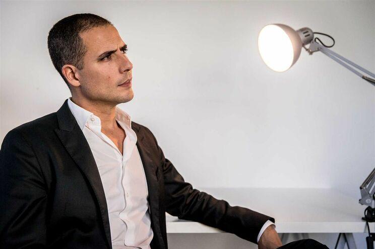 "Ricardo Araújo Pereira leva ""Governo Sombra"" para a SIC. TSF mantém programa"