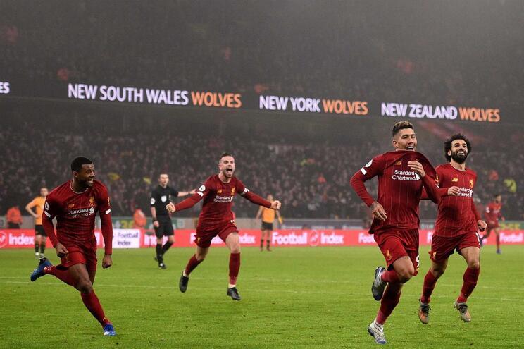 Liverpool sofre para vencer em casa do Wolverhampton
