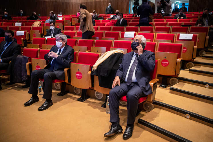 Governo e líderes políticos reuniram com especialistas no Infarmed