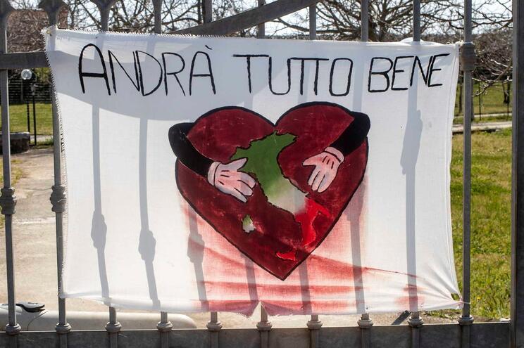 """Vai ficar tudo bem"", lê-se em Roma"