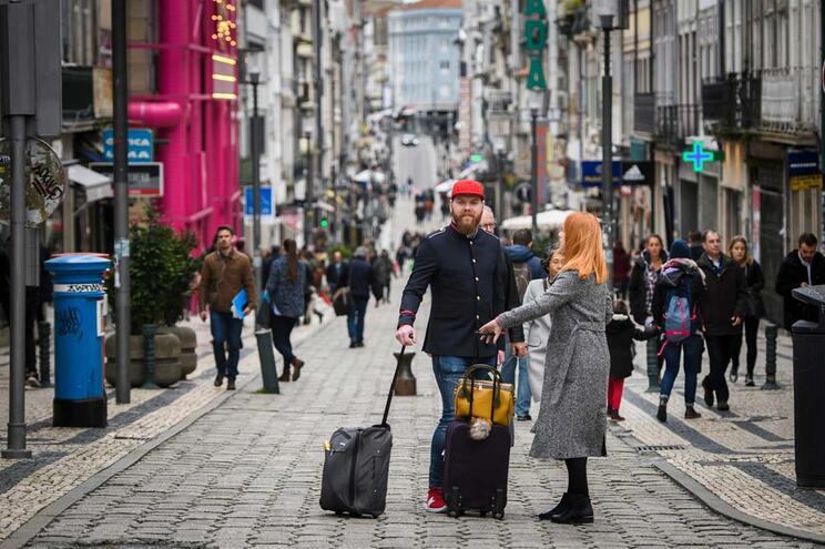 Rua de Santa Catarina, no Porto, é um dos pontos de atração de turistas da cidade