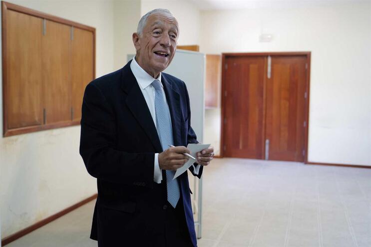 """Marcelo reafirma que """"tudo fará para que haja estabilidade"""" política"""