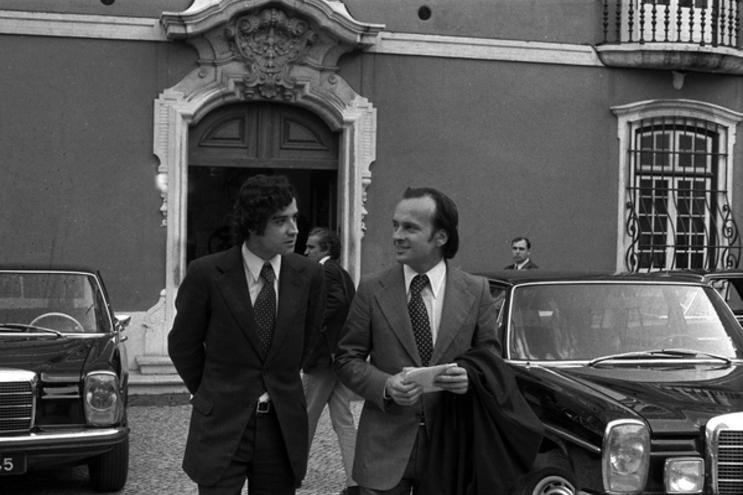 Luís de Barros (à esquerda) acompanhado de Francisco Pinto Balsemão