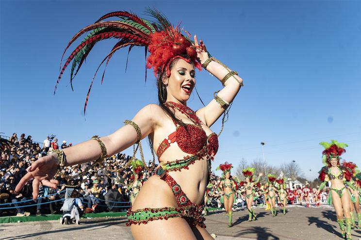 Reveja os desfiles de Carnaval em Estarreja e Torres Vedras
