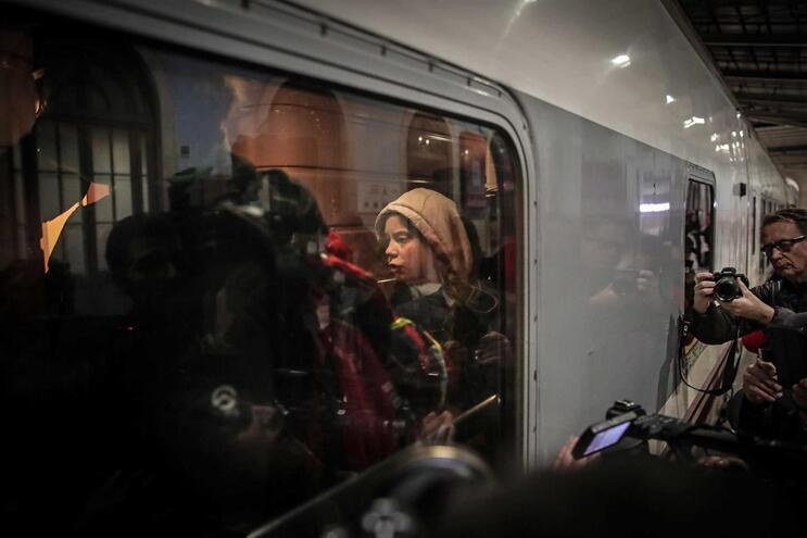 Greta Thunberg à saída de Santa Apolónia