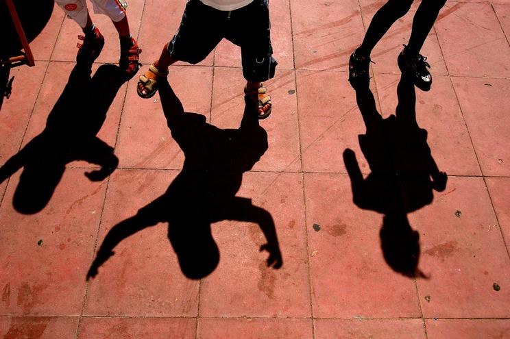 Resultado de imagem para FRANÇA: Rapaz de 13 anos espancado e abandonado nu em linha de comboio