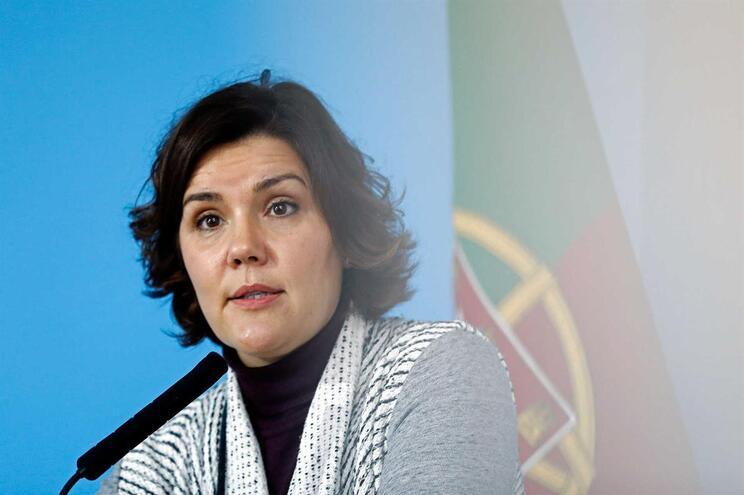 """A presidente do CDS-PP, Assunção Cristas, intervém durante a sessão de encerramento da conferência """"Pela"""