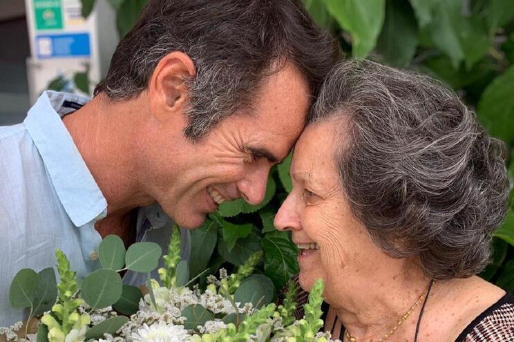 Pedro Lima faz homenagem a avó em dia de festa