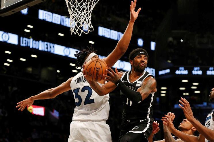 Kyrie Irving marcou 50 pontos e estabeleceu novo recorde na estreia por uma equipa na NBA