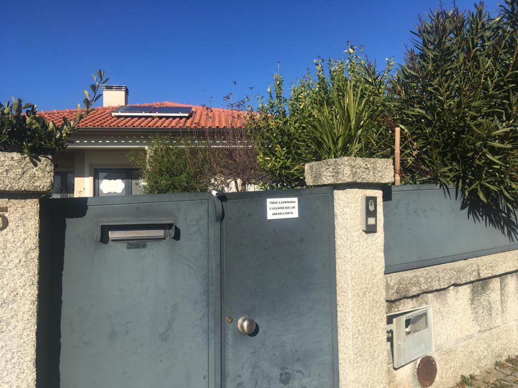 Resultado de imagem para Idosos retirados de lar ilegal onde água era imprópria para consumo