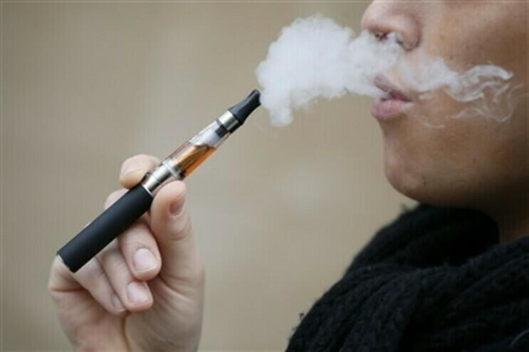 Descoberta nova lesão pulmonar ligada a cigarros eletrónicos com líquido