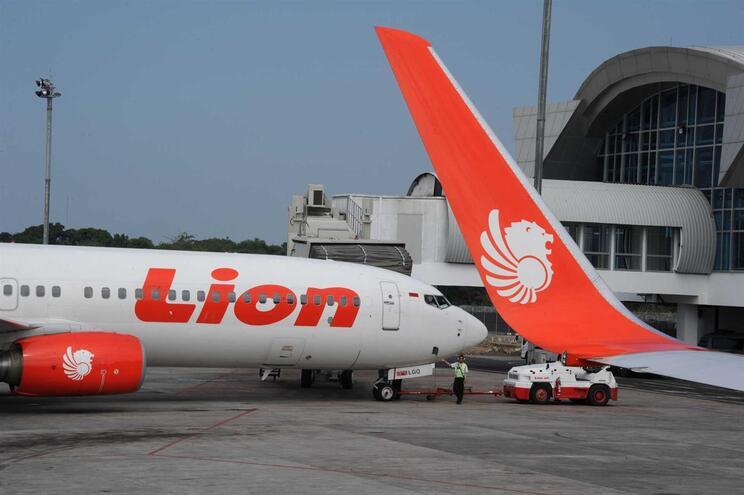 Várias transportadoras aéreas suspendem voos com destino ou partida na China