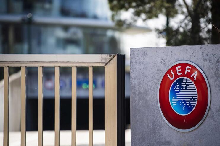 Competições da UEFA  estão suspensas sem data