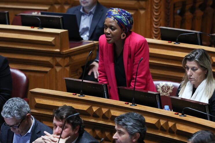 Deputada do Livre insistiu no aumento do salário mínimo