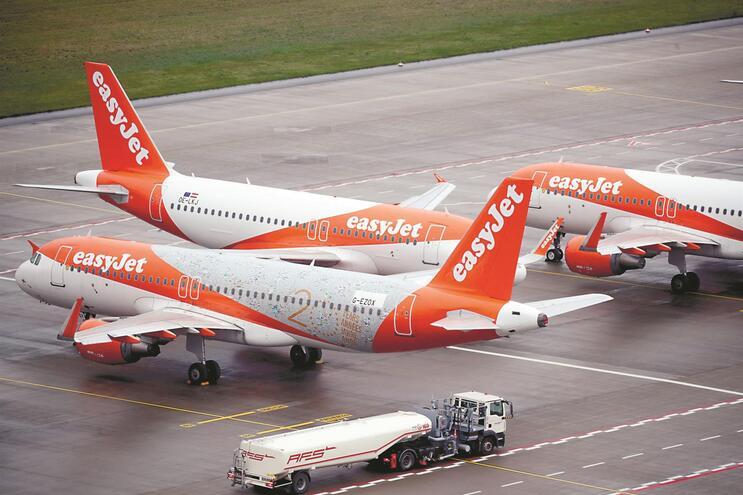 Companhias mantêm maioria dos aviões em terra enquanto a procura continuar muito abaixo de 2019
