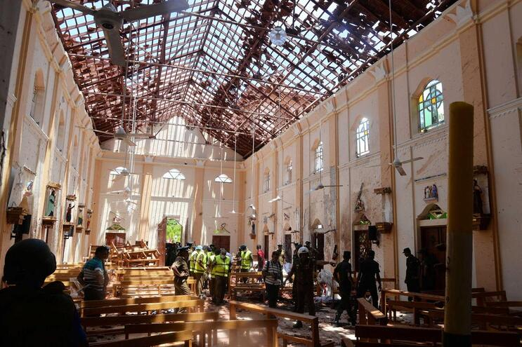 Igreja destruída por uma das explosões na capital do Sri Lanka