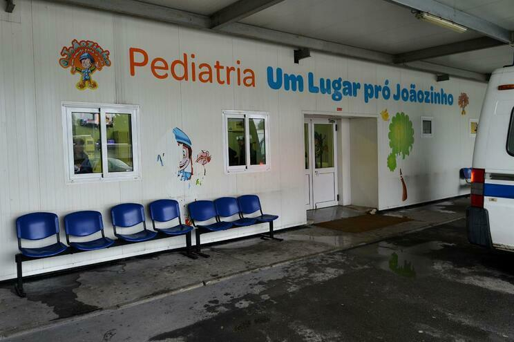 Crianças em contentores no São João transferidas até ao verão para o edifício