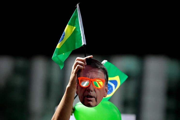 Facebook encerra 68 páginas e 43 contas ligadas a Bolsonaro