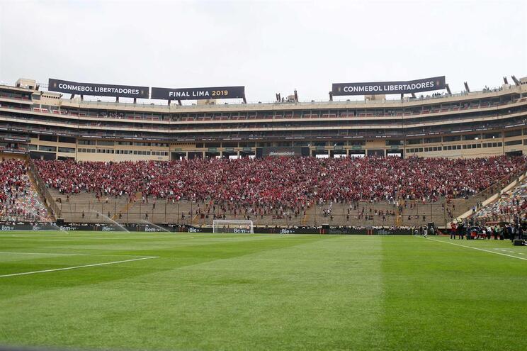 Já há onzes oficiais no Flamengo - River Plate