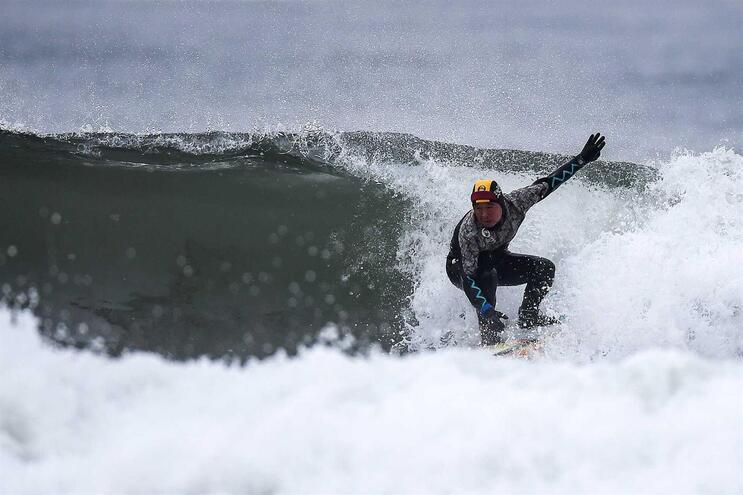 Liga Mundial de Surf cancelada até ao final de março