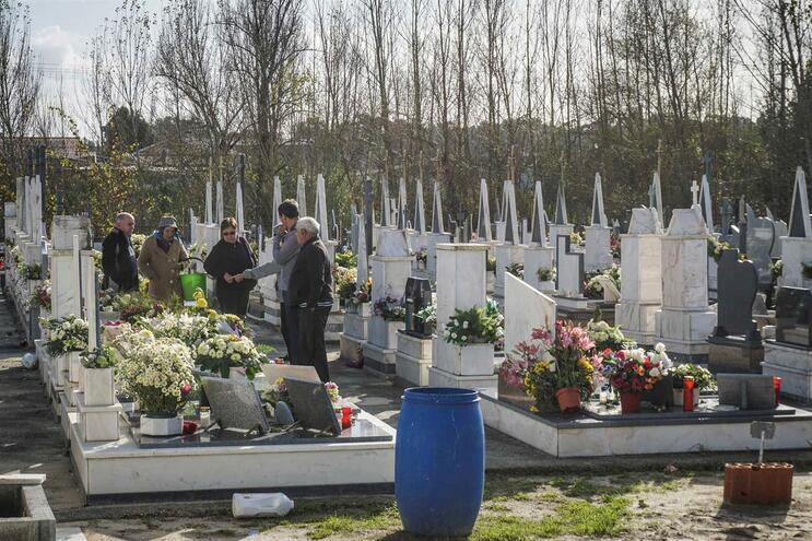 Segurança reforçada no cemitério de Vagos  após desaparecimento de corpos